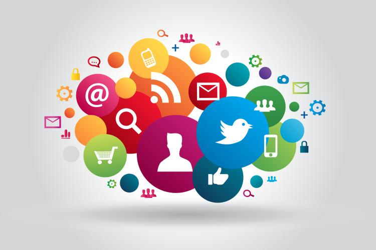 Quand les réseaux sociaux se prennent pour des médias d'information mondains