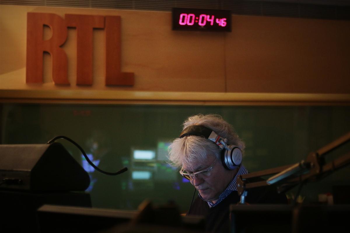 Dans les coulisses de la radio de nuit