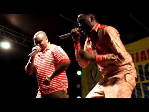 ROMA na DJ Choka jukwaani Leaders Club(Kili Music Tour 2013)
