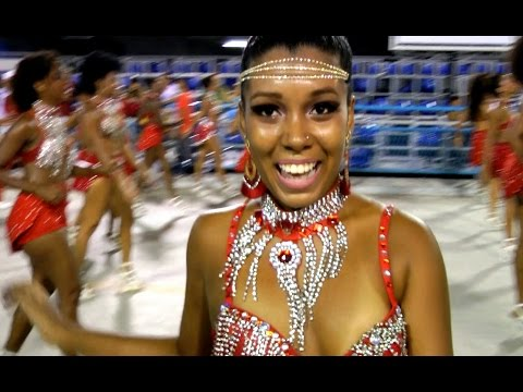 PASSISTAS FEET WORK CLOSE UP: 2016 RIO CARNIVAL SAMBA DANCERS SECTION