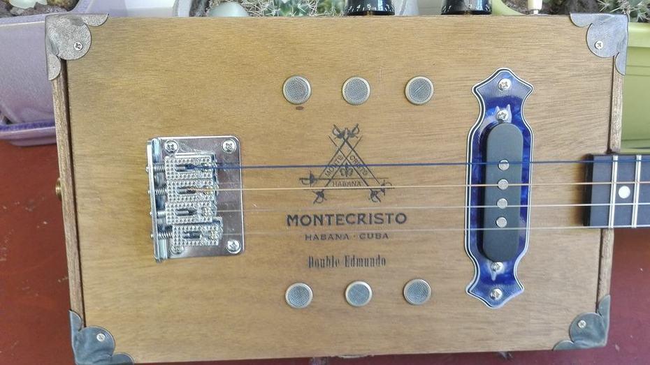 CBG MONTECRISTO 4 STRINGS