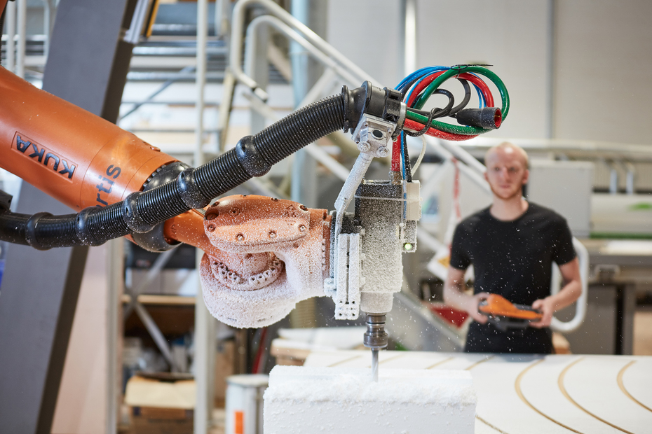 Learn how to manufacture using a Kuka robot!