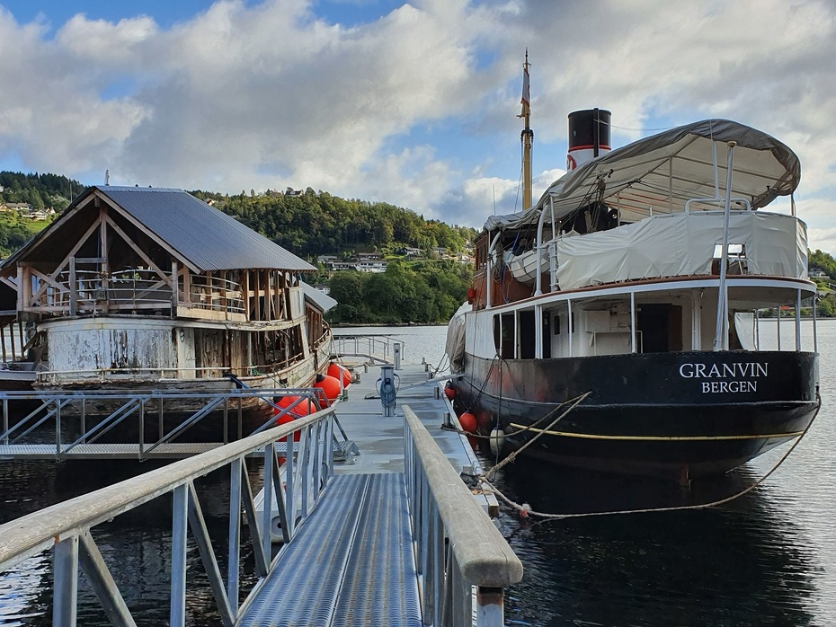 MS Granvin - dugnad ved Hardanger Fartøyvernsenter.