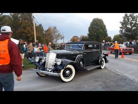 Watching the Cars Drive Onto the Show Field  3  2019 AACA Fall Meet, Hershey