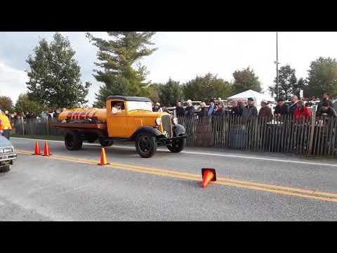 Watching the Cars Drive Onto the Show Field  10  2019 AACA Fall Meet, Hershey