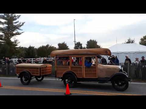 Watching the Cars Drive Onto the Show Field  2  2019 AACA Fall Meet, Hershey