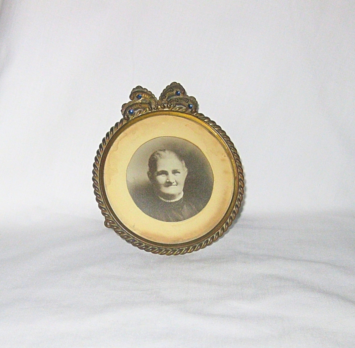 Vintage Metal and Glass Round Table Top Picture Frame