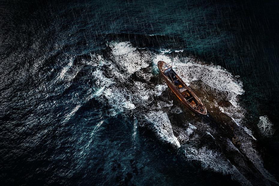 Η ζωή δεν είναι ένα θέαμα ή μια γιορτή. Είναι κύματα, από βάσανα!