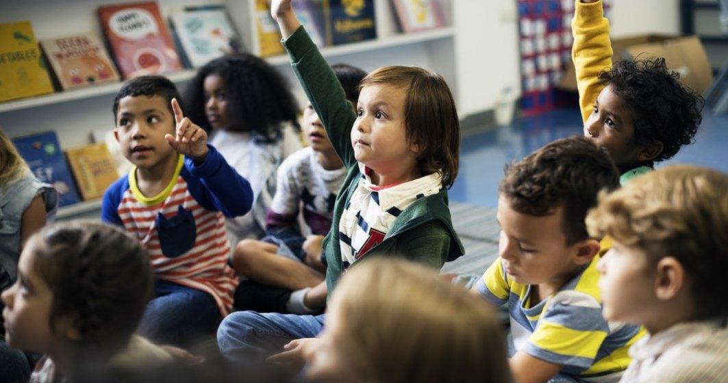 Șase experți britanici în educație oferă training gratuit educatorilor din România