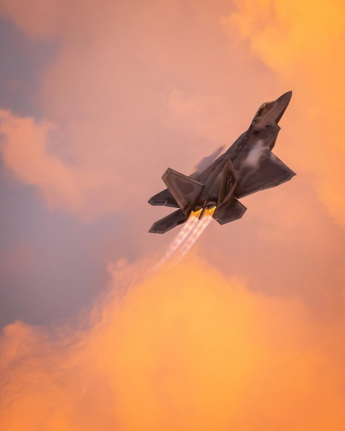 F-22 with afterburners