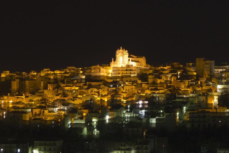 Modica Alta borgo medievale