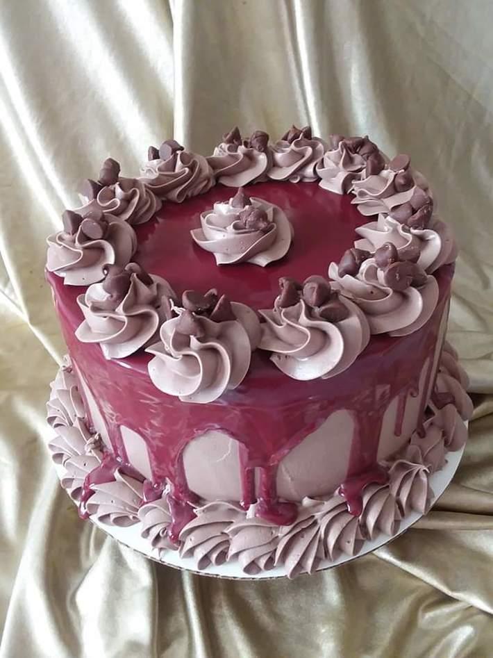 Red Velvet Drip Cake