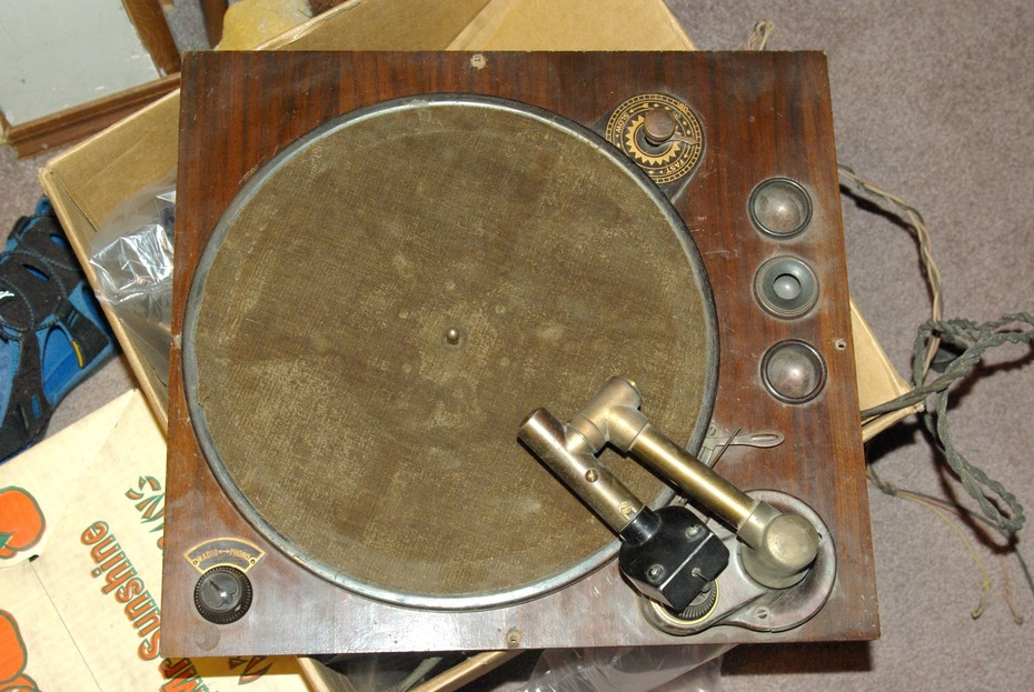 AC 10 phonograph