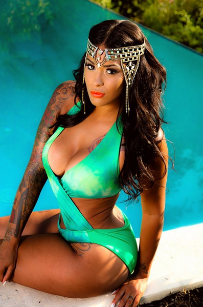 Oh My! Tatted Up Holly @tatteduphollyyy Brings Instagram