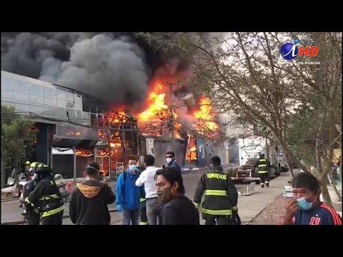 Incendio destruyó cinco galpones en Barrio Industrial de Zona Franca Iquique (2020.04.28) Iquique TV