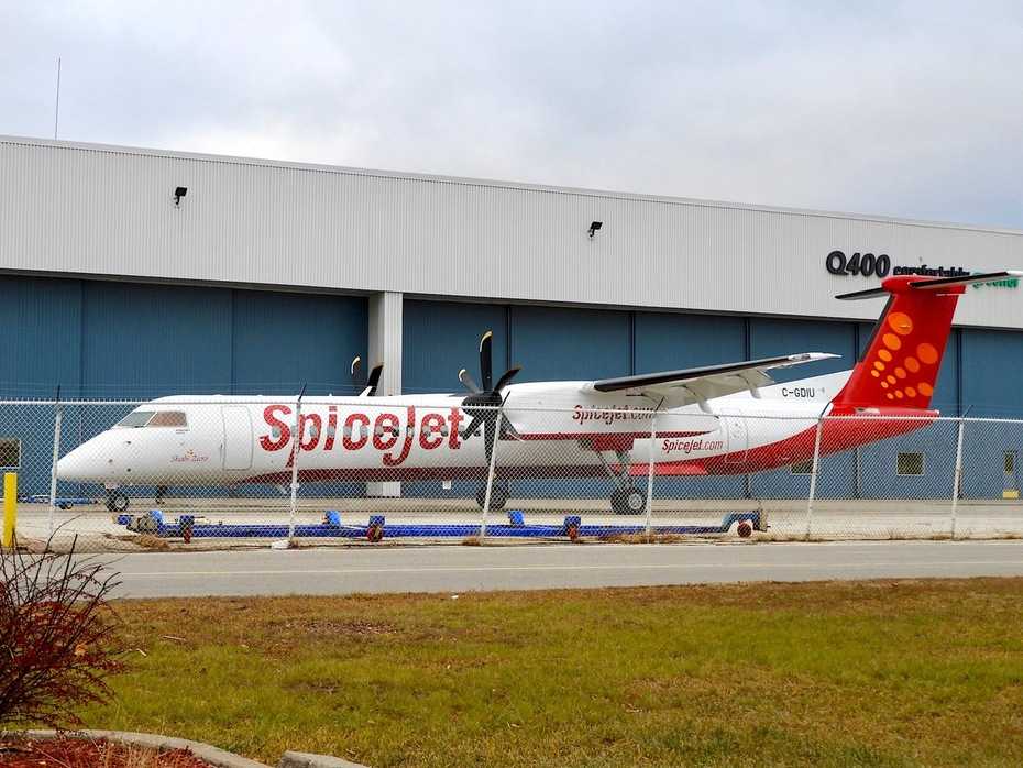 Spanking New SpiceJet Q400