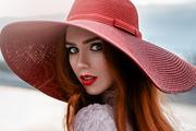 Beauty under hat