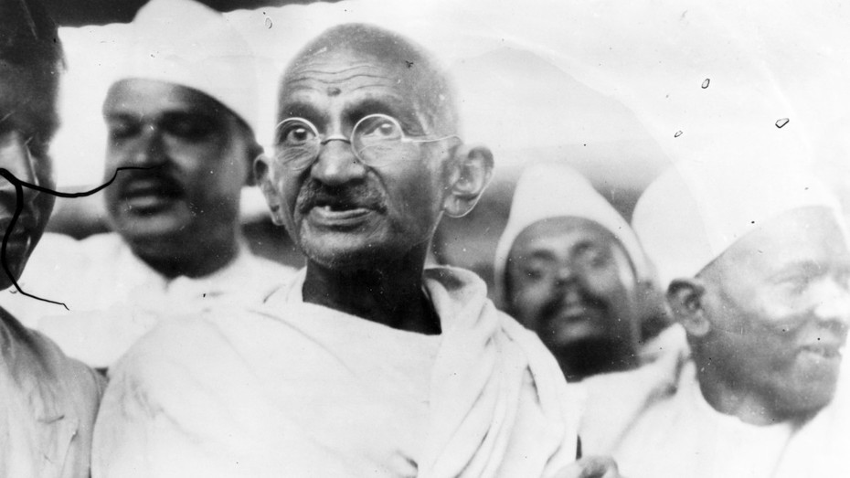 CITATION_SOPHIE_LEFRANCOIS_gandhi-spiritual-leader-leading-the-salt-march-in-protest-against-the-government-monopoly-on-salt-production-photo-by-central-pressgetty-images