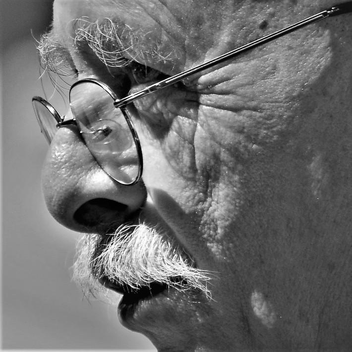 Un profilo...coi baffi