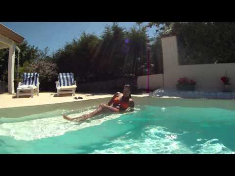 RITA IN THE POOL WITH GO PRO FLYDUSPIDER HEXA