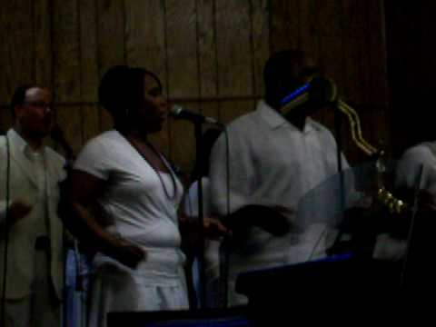 PRAISE TEMPLE WORSHIPPERS IN CONCERT