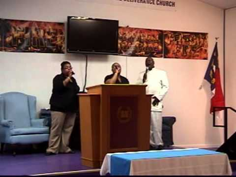 Jerrica Wise, Jerilyn Wise, Apostle Barry Spates,Singing Our Worship Is Shifting The Atmosphere