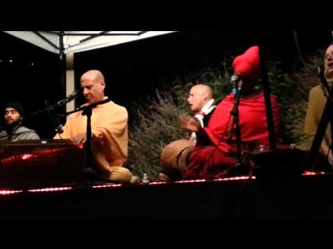 Kirtan by Radhanath Swami at Narayan Mandir on 04th June, 2013