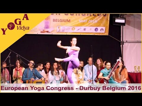 Yoga demonstration by the Portuguese Yoga Confederation at the European Yoga Congress 2016 in Durbuy