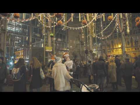 London's Borough Market & the biggest (Christmas) Paper Chain