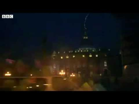 Lightning strikes St Peter's Basilica as Pope resigns