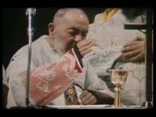 Padre Pio celebrind Eucharistia