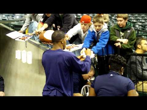 Joe Johnson Signing Autographs in Indianapolis