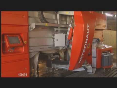 robot de ordeño y empujador Lely Juno en Lugo.wmv