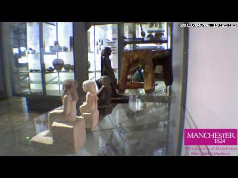 Estatua egípcia se move sozinha !!