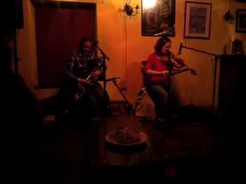 SIÚN; Siobhán & Úna Hogan @ Crane Bar, Galway
