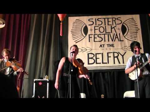 Qristina & Quinn Bachand @ 2014 Sisters Folk Festival