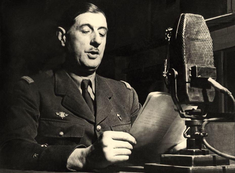 Charles_de_Gaulle_au_micro_de_la_BBC, 18/06/1940