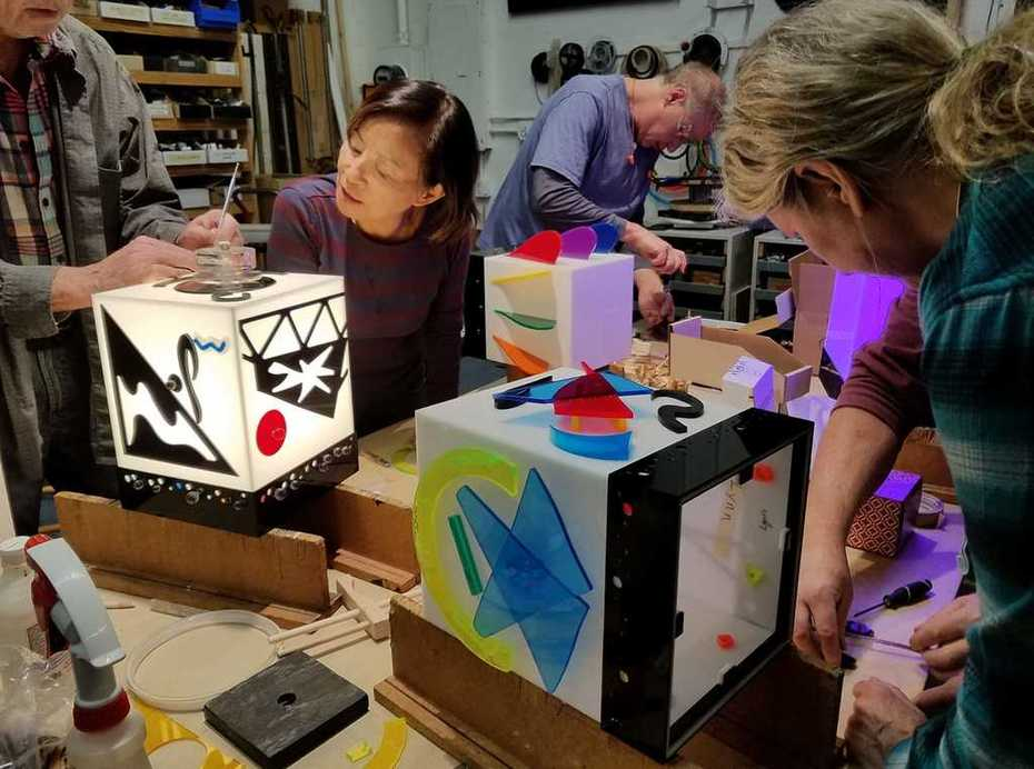 Class at Lumonics School of Light Art