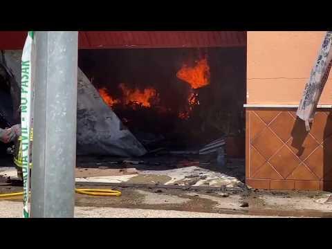 INCENDIO DE SIETE NAVES DESTINADAS A TRABAJOS DE CARPINTERÍA EN MARMOLEJO - ANDALUCÍA, ESPAÑA