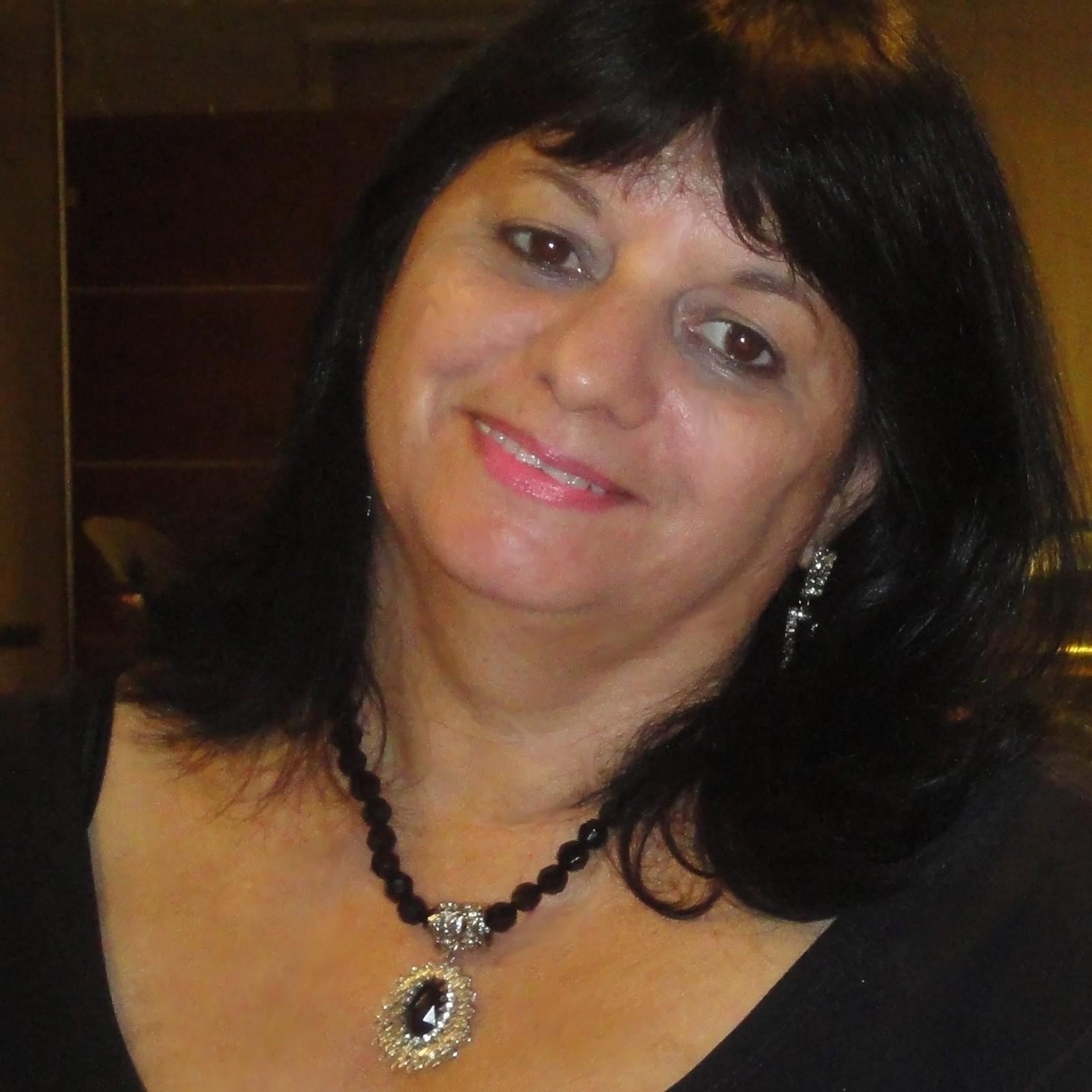 Mari Oliveira