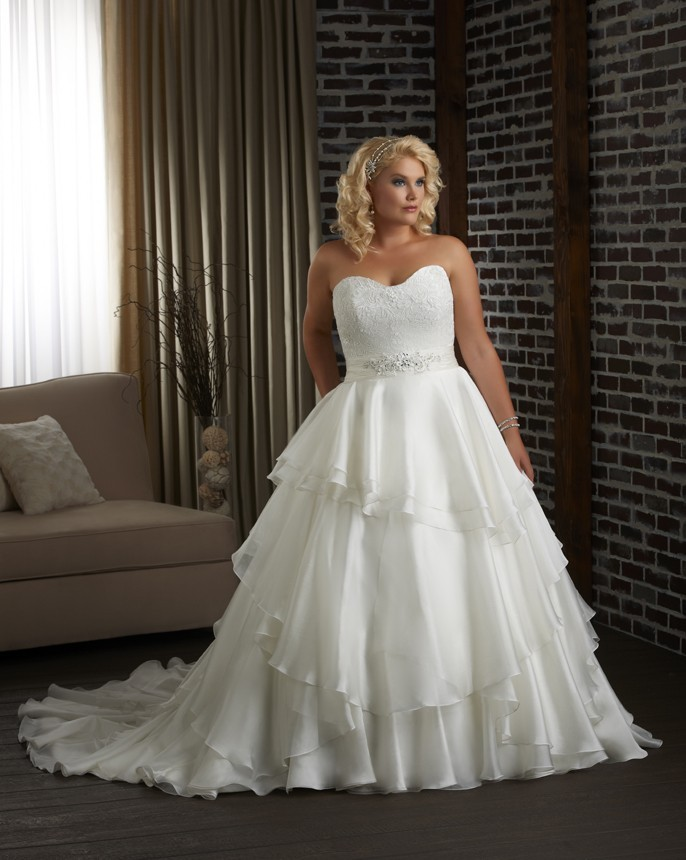 Best Tips for Shopping for Affordable Plus Size Wedding ...