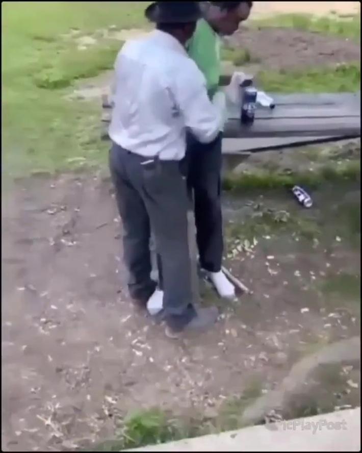 2 drunk men fall