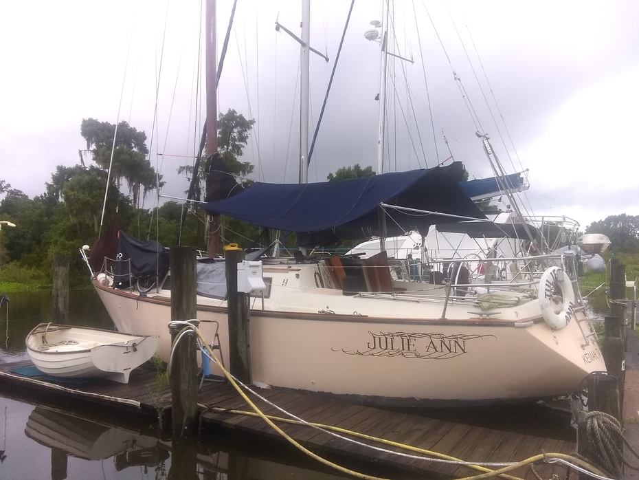 Sailing is somethin to dink about