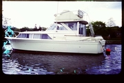 31' Chris Craft Commander