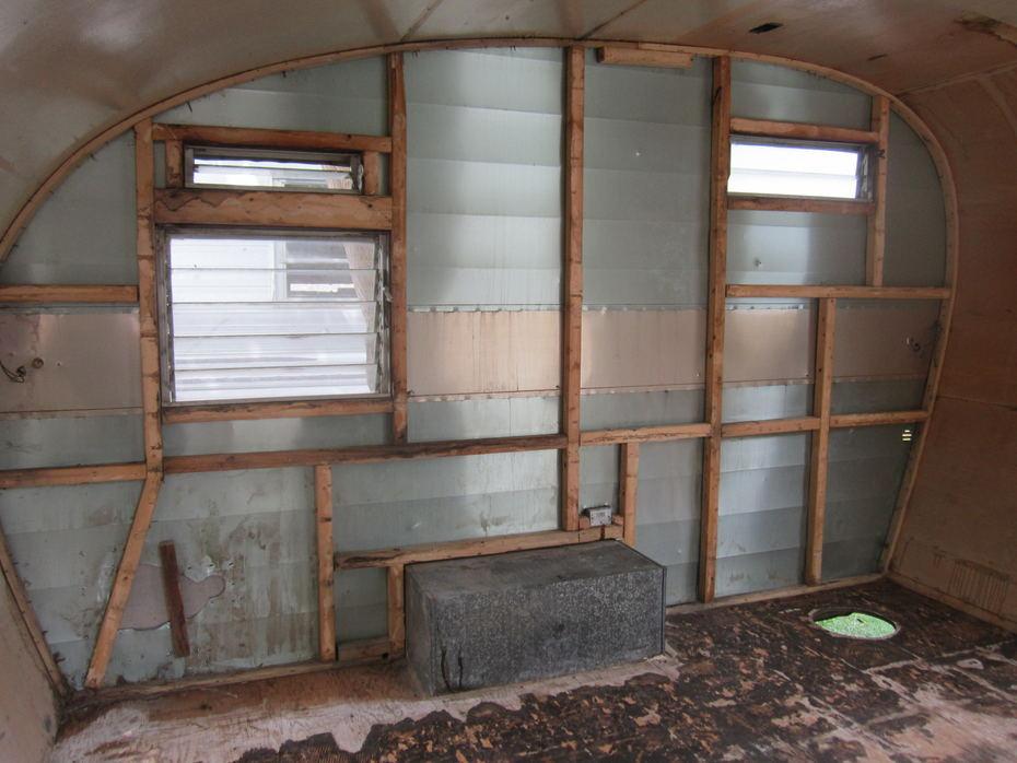 Wall L Stripped 2