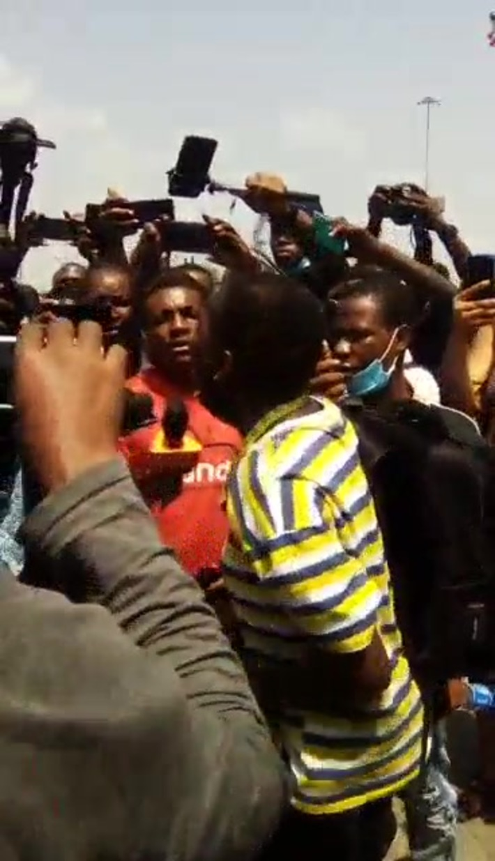 #OccupyLekkitollgate: Aggrieved protester addressing the press
