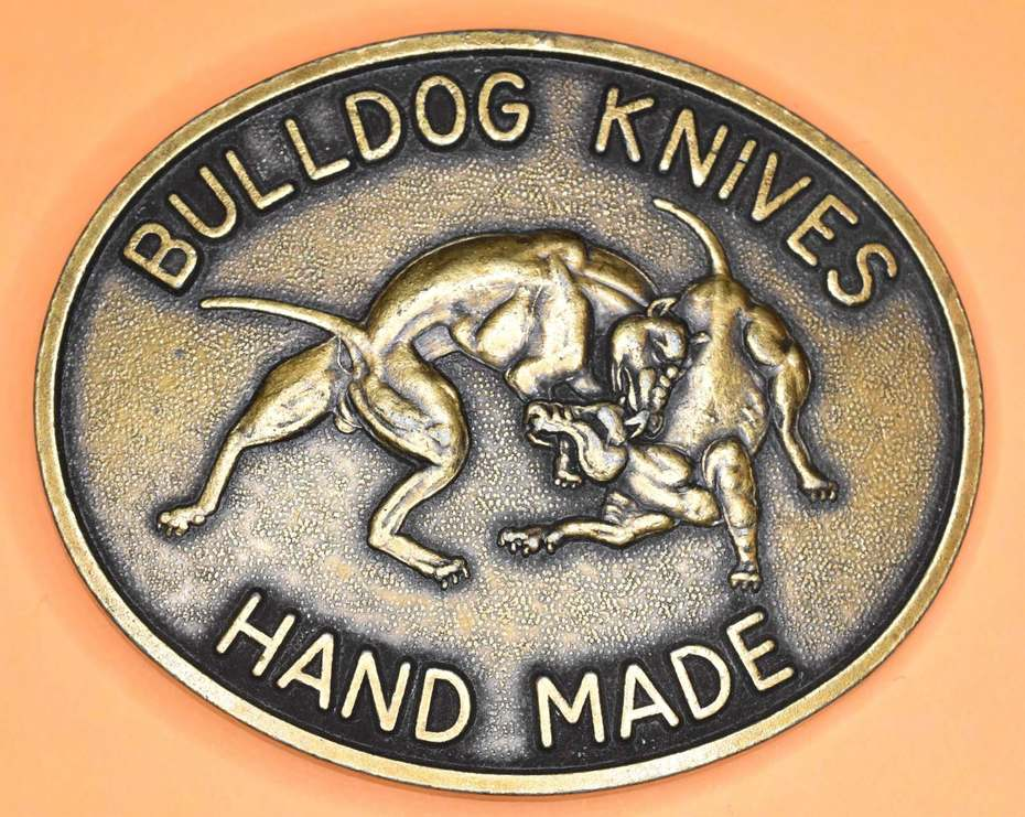 Bulldog Knives Buckle,  Ringlight Photo, Bulldog