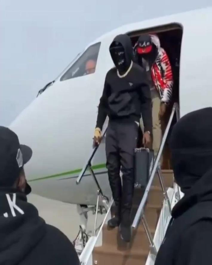 Quavo & Bobby Shmurda getting off a jet