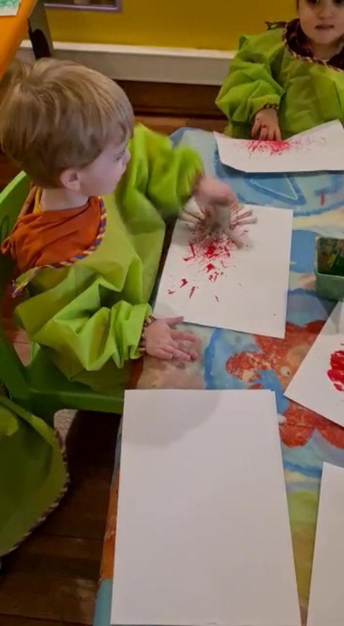 Mon petit fils Arthur débute en peinture