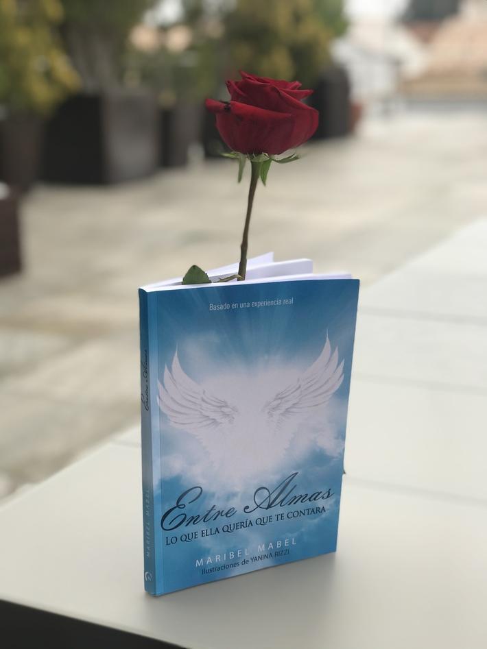 Entre Almas Maribel Mabel Día del libro  Un libro y una rosa